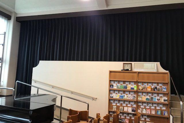 学校の舞台幕のカーテン