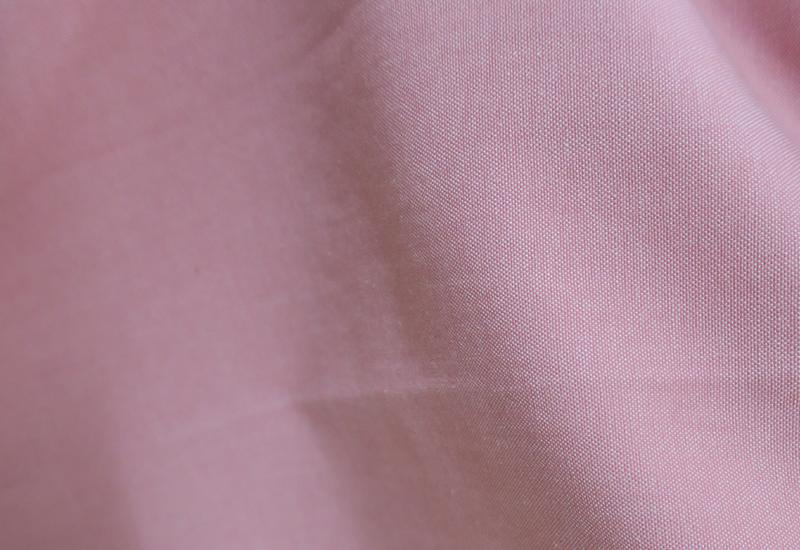 無地ピンクのオーダーカーテン
