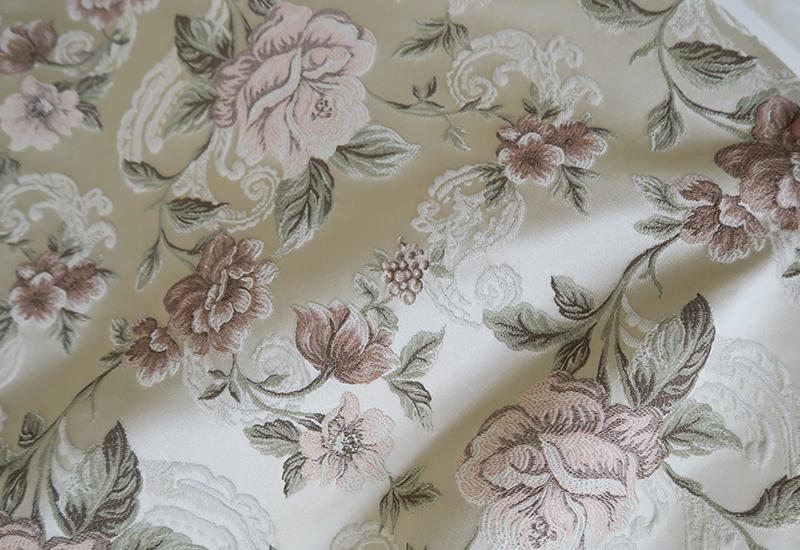 ゴージャスな花柄のオーダーカーテン