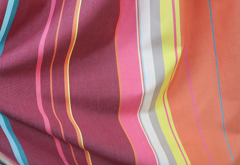 ストライプのピンクのオーダーカーテン