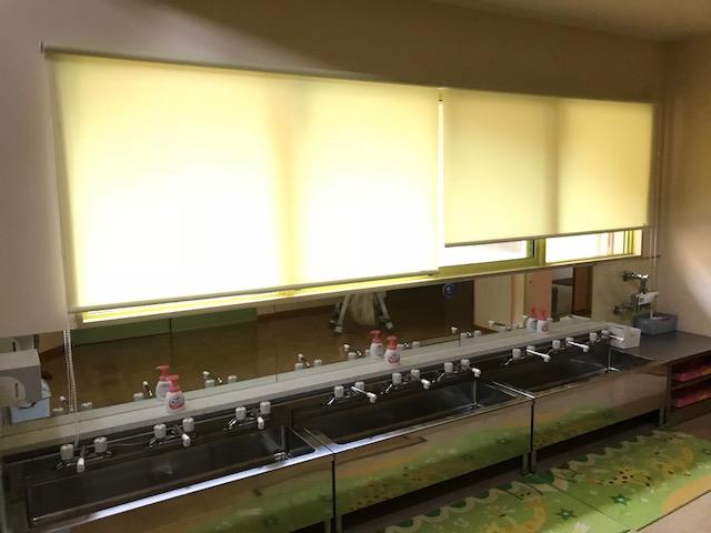 小倉南区施設もりのいえにロールスクリーンを設置2
