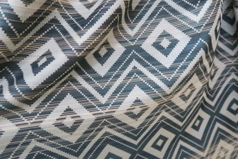 幾何学柄のオーダーカーテン