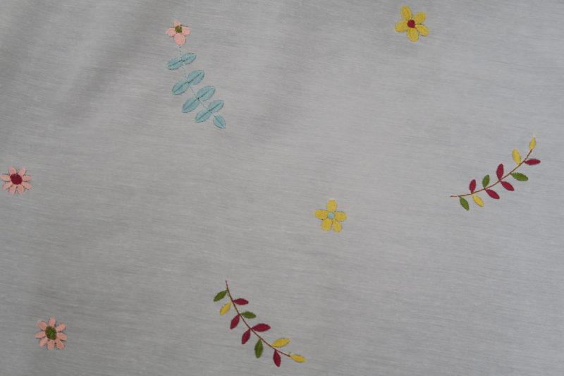 刺繍柄のオーダーレースカーテン